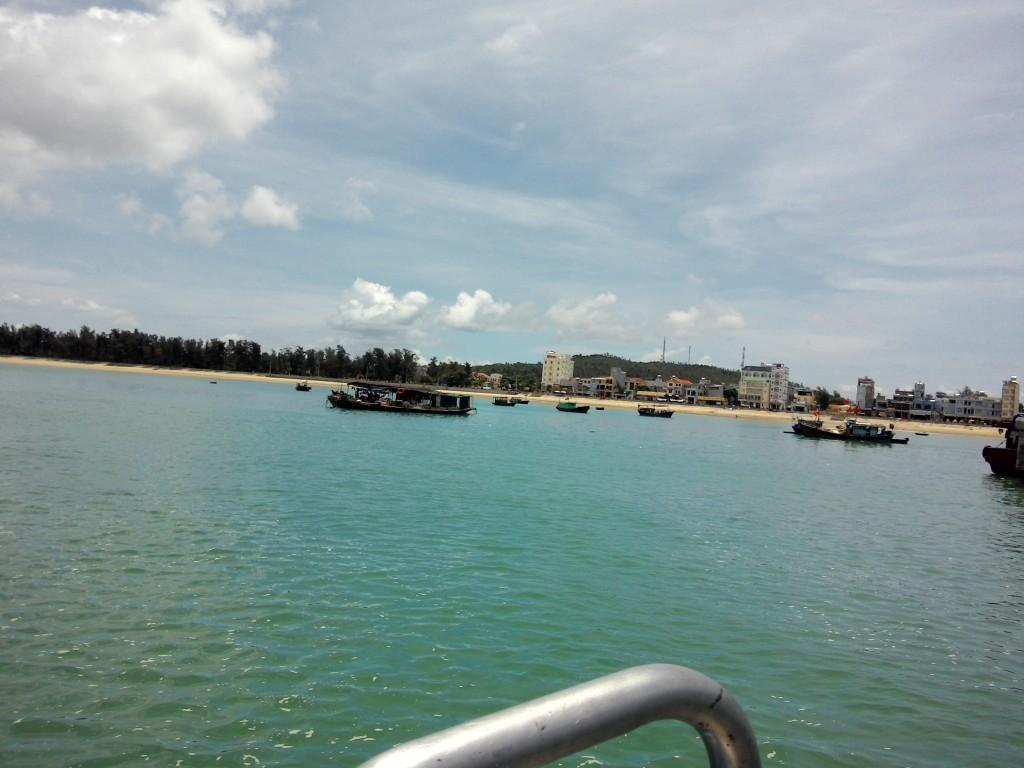 Thị trận Cô Tô nhìn từ biển