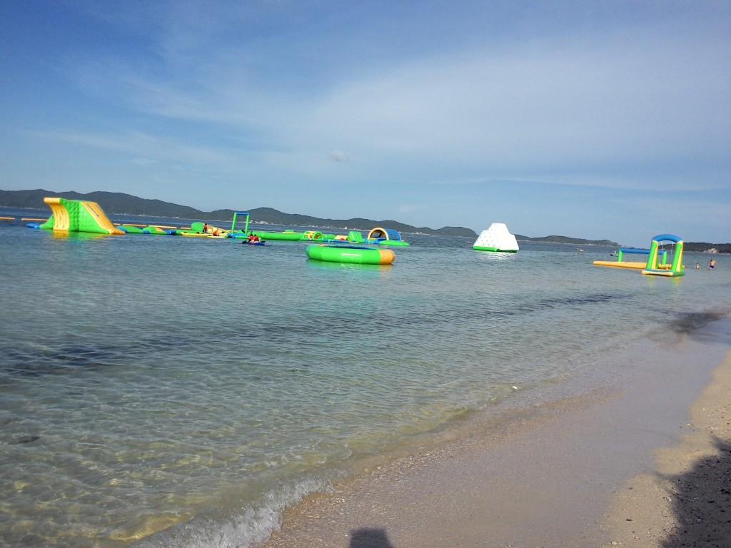 Bãi tắm Hồng Vàn và Coto Park