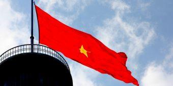 Chuyện về lá cờ Tổ quốc 54m2 trên đỉnh Lũng Cú- Hà Giang